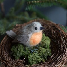 DIY and Crafts: Needle Felted European Robin - Lia Griffith Needle Felted Animals, Felt Animals, Easy Felt Crafts, European Robin, Needle Felting Tutorials, Felt Birds, Felt Hearts, Soft Sculpture, Felt Flowers