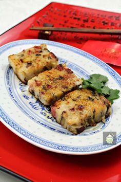 Lo Baak Gou, Chinese Turnip Cake via Entree Recipes, Asian Recipes, Cooking Recipes, Ethnic Recipes, Chinese Recipes, Asian Foods, Recipes Dinner, Yummy Recipes, Dessert Recipes