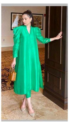 Pakistani Fashion Casual, Pakistani Dresses Casual, Indian Fashion Dresses, Pakistani Dress Design, Indian Designer Outfits, Pakistani Kurta Designs, Stylish Dresses For Girls, Stylish Dress Designs, Simple Dresses