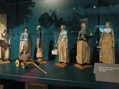 Dienstmädchendarstellungen aus Brotteig und Papier um 1800