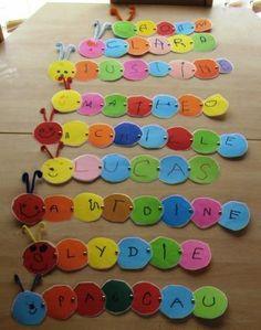 Mon prénom chenille. Excellente idée autour de la chenille. Soit en relation avec l'album d'Eric Carle, soit en relation avec le thème du printemps : la longueur de la chenille correspond à la longueur du prénom de l'enfant. Un rond de couleur différente pour chaque lettre. On peut aussi imaginer des couleurs identiques pour les voyelles afin de permettre aux enfants de les repérer dans les différents prénoms. prénom# maternelle#