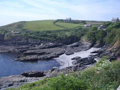 Independent guide to the beaches of Cornwall. Contains info and photos of over 150 Cornish beaches West Cornwall, Devon And Cornwall, Ladies In Lavender, Cornish Beaches, Cornwall Beaches, Kingdom Of Great Britain, Prussia, Summer Travel, Beach Photos