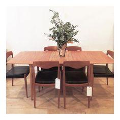 Mesa danesa de madera de teca Sofá danés años 60 Butaca de caoba años 20 Butaca alemana años 70 The Nave - midcentury - wood - woodwork - madera - furniture - mobiliario - thenave - estilo - decoración - chair - escandinavo - danés - inglés - nórdico  - tablr
