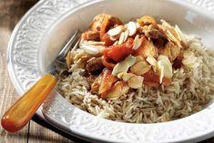 Ένα φαγητό με πολύ έντονες γεύσεις! Το σερβίρουμε ιδανικά με ρύζι μπασμάτι και σαλάτα. Greek Recipes, Lamb, Grains, Curry, Rice, Gluten Free, Meat, Almonds, Food