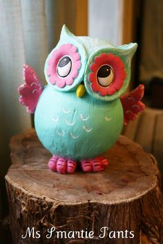 Cute owl~ Ms Smartie Pants ~: Whoooo Whoooo, look at my little painted owl: Polymer Clay Creations, Polymer Clay Crafts, Owl Cakes, Ladybug Cakes, Clay Owl, Clay Wall Art, Paper Mache Crafts, Clay Figures, Clay Animals