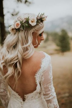 Flowers by Lace and Lilies, bridal bouquet, flower crown Wedding head crowns and flower crowns for the creative bride Flower Crown Veil, Flower Crown Hairstyle, Flower Crown Wedding, Bridal Crown, Crown Hairstyles, Bride Hairstyles, Bride With Flower Crown, Bridal Flower Crowns, Floral Crowns