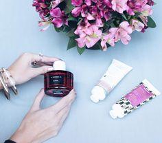 """Vocês não fazem ideia de quão maravilhosa é a fragrância do perfume """"Elksis""""  Tem leve toque de Jasmin é adocicado (gosto de perfume assim) porém bem marcante! É o perfume mais vendido da marca no Brasil! O perfume é natural portanto pode ser usado por quem tem alergia também! Quem é da minha turma do perfume com toque adocicado? #korresbr #abelezanasceunagrecia"""