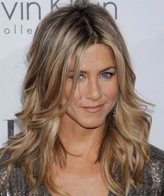 Jennifer Aniston Casual Long Wavy Hairstyle - Dark Champagne Blonde Hair Color with Light Blonde Highlights Cabelo Jenifer Aniston, Jennifer Aniston Haircut, Jennifer Aniston Hair Color, Dark Blonde Hair Color, Honey Blonde Hair, Light Blonde, Ash Blonde, Sand Blonde Hair, Darker Blonde