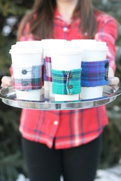 Flannel Cup Warmers tutorial by thriftdee - ( teacher gifts, stocking stuffer, with coffee gift card ) such a great idea! Sewing Crafts, Sewing Projects, Craft Projects, Homemade Gifts, Diy Gifts, Homemade Products, Diy Cadeau Noel, Winter Diy, Fall Diy
