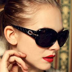 red lips + black sunnies