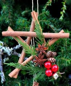 yule // DIY Tutorial - Christmas Star Ornaments Made From Cinnamon Sticks. mmm love the aroma Rustic Christmas Ornaments, Noel Christmas, Homemade Christmas, Winter Christmas, Pagan Christmas Tree, Natural Christmas, Thanksgiving Holiday, Holiday Tree, Christmas Baubles