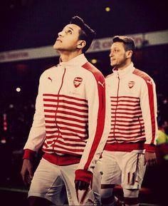 Alexis Sánchez and Mesut Özil - Arsenal FC Arsenal Fc, Arsenal Soccer, Arsenal Players, Football Icon, Football Kits, Football Soccer, Alexis Sanchez, Most Popular Sports, International Football