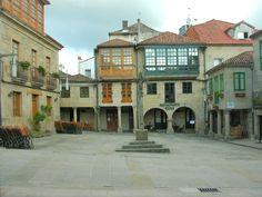 Cruceiro na Praza da leña, antigamente Eirado da leña. Pontevedra, Galicia