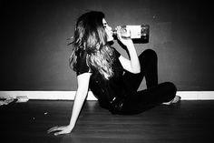 девушка пьет алкоголь фотосессия: 21 тыс изображений найдено в Яндекс.Картинках