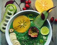 Miska koktajlowa na bogato, czyli zielony koktajl jako smoothiebowl