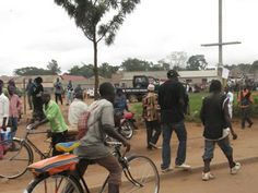Retki päiväntasaajan tuntumassa, katunäkymä Kampalasta