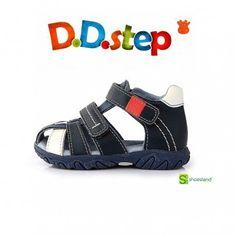 Sandalias de piel para niño ideales tanto para la escuela infantil como para vestir. Su amplia apertura los hace fáciles de poner y quitar. Del 19 al 24