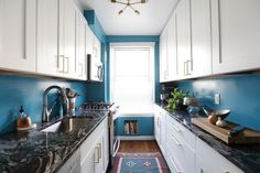 Rashmi had trouble getting her renovation plans approved by her co-op board until she found her Sweeten contractor. Their collaboration led to a beautiful kitchen with rich blue walls and swirling granite countertops.