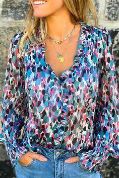 Une blouse colorée, c'est l'assurance d'un look au top ! Look Short, Collection, Tops, Fashion, Boutique Online Shopping, Fashion Ideas, Womens Fashion, Mom, Vacation