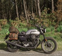 Retro luggage for Moto Guzzi III rough - by Longride Bags. Green Motorcycle, Retro Motorcycle, Motorcycle Travel, Motorcycle Design, Motorcycle Style, Guzzi Bobber, V9 Bobber, Guzzi V9, Scrambler