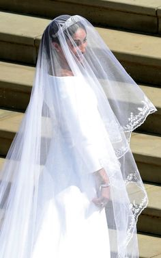 Meghan Markle Stuns in Her Dress at the Royal Wedding!: Photo Meghan Markle looks absolutely stunning while making her entrance into St. George's Chapel for the Royal Wedding on Saturday morning (May at Windsor Castle… Megan E Harry, Prince Harry And Megan, Meghan Markle Wedding Pictures, Meghan Markle Wedding Dress, Prince Harry Wedding, Harry And Meghan Wedding, Prinz Harry Meghan Markle, Meghan Markle Prince Harry, Wedding Veil