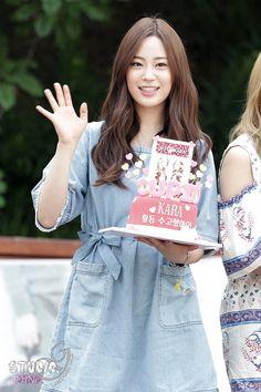 KARA - Youngji Cute Korean, Korean Girl, Kara Youngji, Heo Young Ji, Korean Outfits, Kpop, Celebrities, Mini, Casual