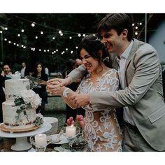 O casamento boho chic de hoje tem tantas coisas que eu amo que é até difícil decidir por onde começar! Vanessa e Vitor se casaram em uma cerimônia bem intimista, no meio da natureza, e num lugar muito especial para eles: a casa do pai do noivo! ❤ Já adianto que você vai se apaixonar, vem ver! Link no perfil! - On the blog today a stunning DIY boho chic wedding. Check it out. {: Leme Images} #berriesandlove #noblogBL #onamorocomeçanocasamento #bohowedding #casamentodiy
