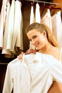 Aprende a armar un guardarropa básico con el vestuario adecuado para que siempre vistas a la moda y combines todas tus prendas. Lúcete siempre.