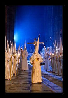 Nazarenos en la Catedral