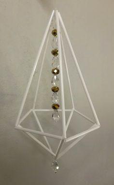 Tampereen seudun työväenopiston kurssilla syksyllä 2016 Ylöjärvellä tehtiin tällaisia himmeleitä.         Tämä Mervin oma design lasiputkih... Diy Home Crafts, Crafts To Make, Handmade Christmas, Christmas Diy, Hobbies And Crafts, Christmas Tree Ornaments, Diy Art, Mobiles, Diy Rugs