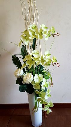 Good Pics Orchid Flower arrangements Style Do you have a beautiful orchid in the home that you are not pretty positive precisely how to maintain? Orchid Flower Arrangements, Modern Floral Arrangements, Artificial Floral Arrangements, Vase Arrangements, Beautiful Flower Arrangements, Flower Vases, Artificial Flowers, Beautiful Flowers, Ikebana