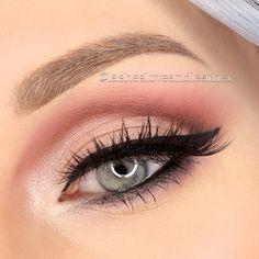 Natural elegant eyeshadow applicant
