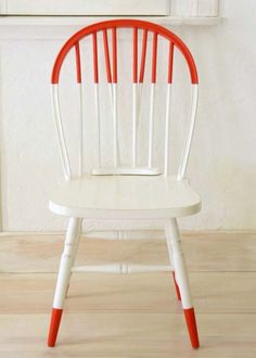 Two-Tone Half-Painted Optical Illusion Chairs - Improvised Life Dipped Furniture, Rustic Furniture, Painted Furniture, Diy Furniture, Furniture Design, Decoupage Furniture, Street Furniture, Chair Makeover, Furniture Makeover