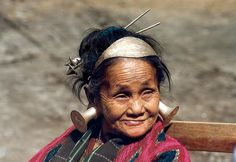 'A tough leader' She- a Meju Mishmi- is from the village of Hawaii in East Arunachal Pradesh bordering China and Myanmar. She is trying to convince officials why she does not want to give up growing opium illegally. Bhutan, Arunachal Pradesh, Cultural Diversity, Many Faces, World Cultures, Beautiful People, Hawaii, Sri Lanka, Nepal