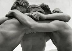 Giovani abbracciati Mar Baltico 1933