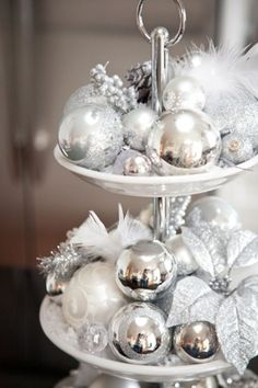 Elegant White Vintage Christmas Decoration Ideas 38 Since you can see there's a lot to think about in regards to Christmas decorating. An artificial Christmas tree is … Silver Christmas Decorations, Christmas Centerpieces, Silver Ornaments, Vintage Ornaments, Vintage Santas, Elegant Christmas Decor, Vintage Christmas Decorating, Christmas Aesthetic, Vintage White Christmas