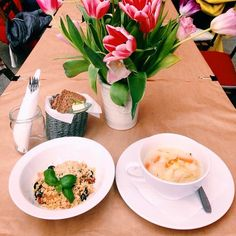 Zupa ogórkowa i kasza jaglana z kurkami, pomidorami, porem, oliwkami i parmezanem! Skosztujcie naszych pyszności! #letarg #letargbistro #lunch #lunchtime #food #foodporn #instafood #foodgasm #tulips #flowers #march #spring #poznan #restaurant #poland #amazing #tasty #delicious #vsco #vscocam #vscolovers