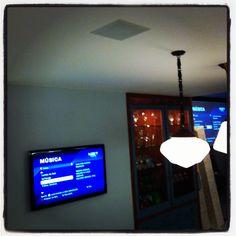 TV e som ambiente na cozinha