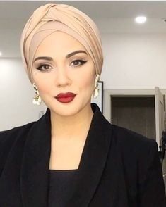 Like this look for winter.hubby hates when I wear hats. Turban Tutorial, Hijab Style Tutorial, Hijab Gown, Turban Hijab, Short Hair Prom Updos, Head Scarf Styles, Hair Styles, Mode Turban, Hair Wrap Scarf