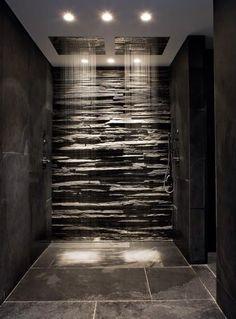 prachtige douche op zich zelfde tegels als bij mij in poolhouse maar hier dan in het zwart