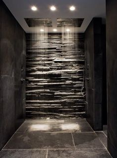 Fashion – Douche italienne : 33 photos de douches ouvertes – Looks Magazine Modern Bathroom Design, Modern House Design, Modern Bathrooms, Small Bathrooms, Black Bathrooms, Grey Slate Bathroom, Gold Bathroom, Small Dark Bathroom, Black Marble Bathroom