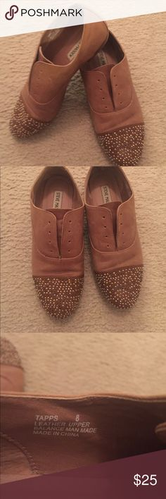 Steve Madden Flats Tan leather flat. No laces. Toe part has gold tiny beads Steve Madden Shoes Flats & Loafers