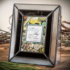 (http://www.unchartedvisions.com/glass-picture-frames-j-devlin-pic-358-2535-2-5x3-5-vertical/)