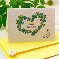 クローバーのハート型リースと 幸せを運ぶ白い鳩の バースデイカード。封筒にはお花の刺繍モチーフをあしらいました。|ハンドメイド、手作り、手仕事品の通販・販売・購入ならCreema。