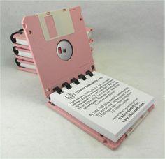 Bloco de notas feito de disquetes