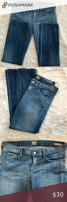 Citizens of Humanity Ava Low Rise Straight Leg Ava style-low rise and straight leg  Front and back pockets  Logos in front and back  No visible wear to the cuffs  Slight stitching on front and back pockets Citizens Of Humanity Jeans Straight Leg