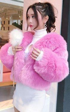 Fur Fashion, Womens Fashion, Girl Outfits, Turtle Neck, Fur Coats, Lady, Feather, Asian, Beauty