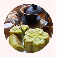 Dear readers,I'm thinking about you all while watching full moon, eating green tea (longjing) flavoured mooncake and drinking ripe puer tea to celebrate Mid-Autumn Festival.The ripe puer tea is for me the quintessence of autumn, with it's very thick brown liquor and all the earthly notes of fallen leaves and drizzly day.Good night to you all. Have a beautiful dreams about white rabbits on the full moon 🐇🌝🍁🍂。 Im Thinking About You, Fallen Leaves, White Rabbits, Mooncake, Mid Autumn, Full Moon, Tea Time, Liquor, Drinking