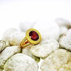 """""""This rare 6.65ct reddish brown spinel is surrounded by  2.25ct.yellow saphires,in a setting of 18kt. 750 Gold. #gregorysjoaillier #kurfürstendamm #Berlin…"""""""
