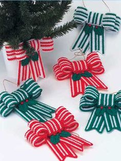 Plastic Canvas - Holiday & Seasonal Patterns - Christmas Patterns - Candy Cane Bow Ornaments